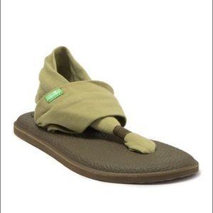 3/$30 NWOT Sanuk | green yoga sling sandal
